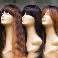 Paruky z pravých a umělých vlasů